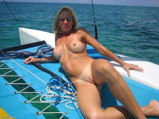 nude-milf-sailing-on-boat-5109